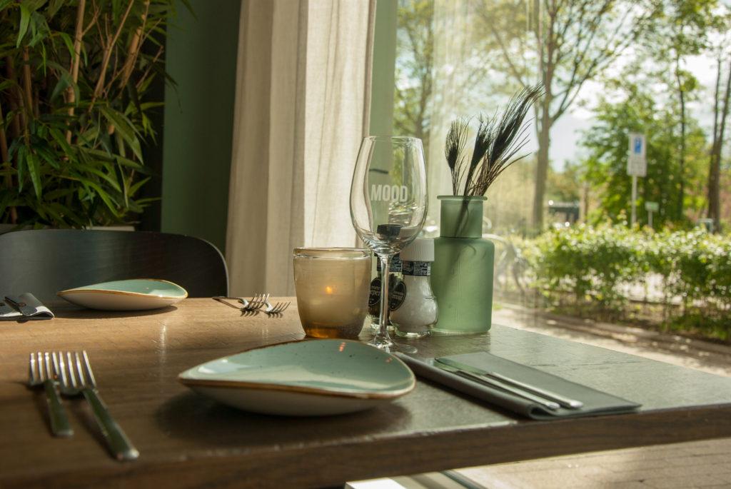 Gedekte tafel bij Good Mood Piushaven.