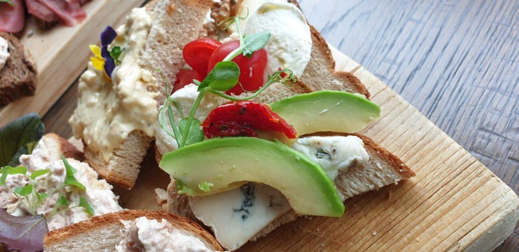 Lekker belegde broodjes bij Good Mood Piushaven.